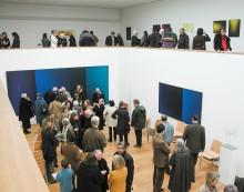 Blick in den Ausstellungsraum mit Galerie - www.scharein.de